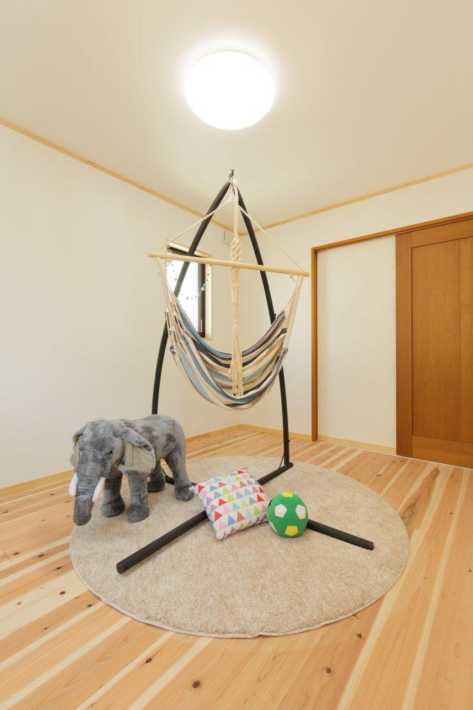 無垢材の家はお子様がのびのびと成長できます