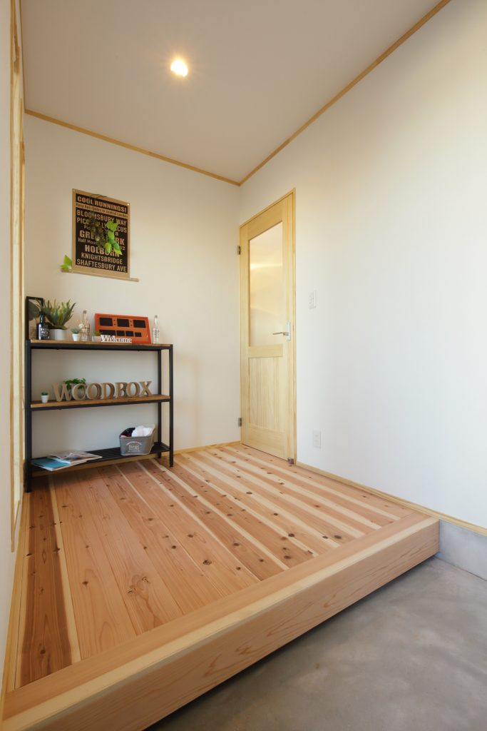 ゆったりスペースが確保された使い勝手の良い玄関